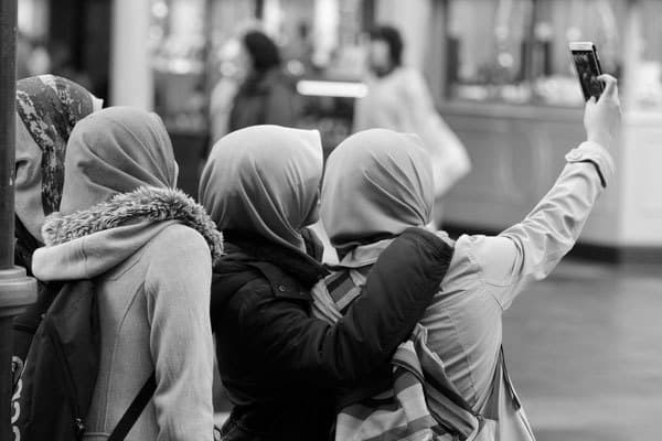 London College to Offer Course in Taking Selfies